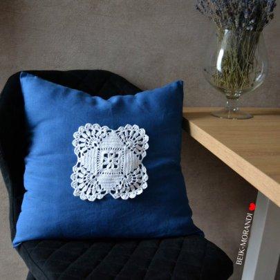 Декоративная наволочка с кружевом BEIK-MORANDI. 100% лен синяя