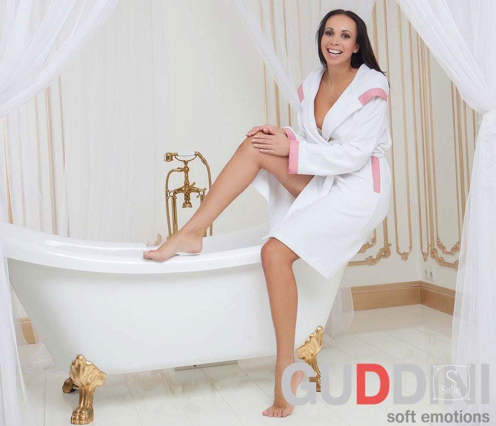 0a290779305e Махровый женский халат Guddini. Jaklin белый, рост модели 175-180 см ...