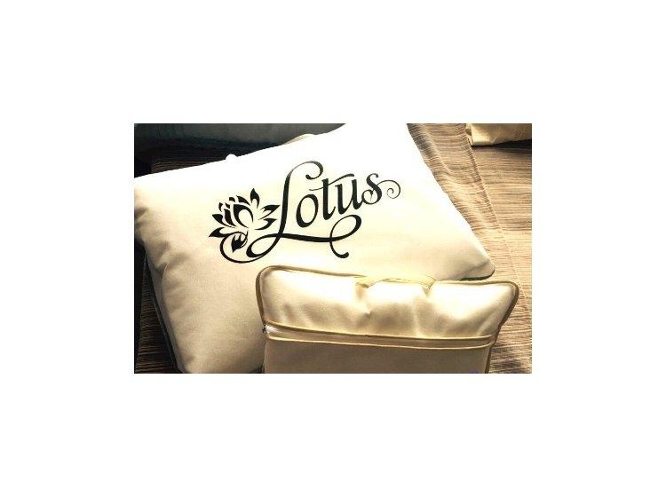 Подушка Lotus. Colibry Tencel персиковый, эвкалиптовое волокно, размер 35х45 см упаковка