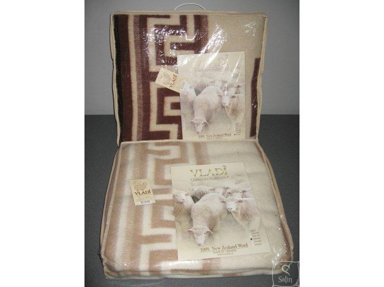 Одеяло Vladi бело-терракотовое, новозеландская шерсть, жаккардовое упаковка